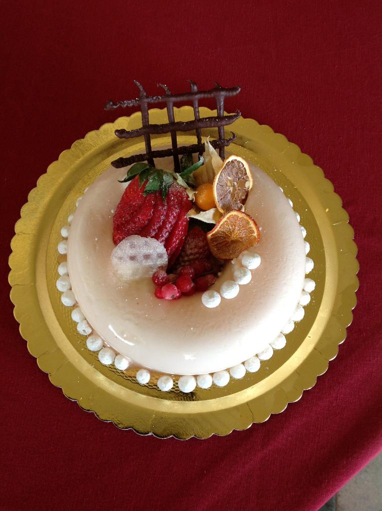 Torta Semifreddo allo Jogurt con Cuore ai Frutti di Bosco