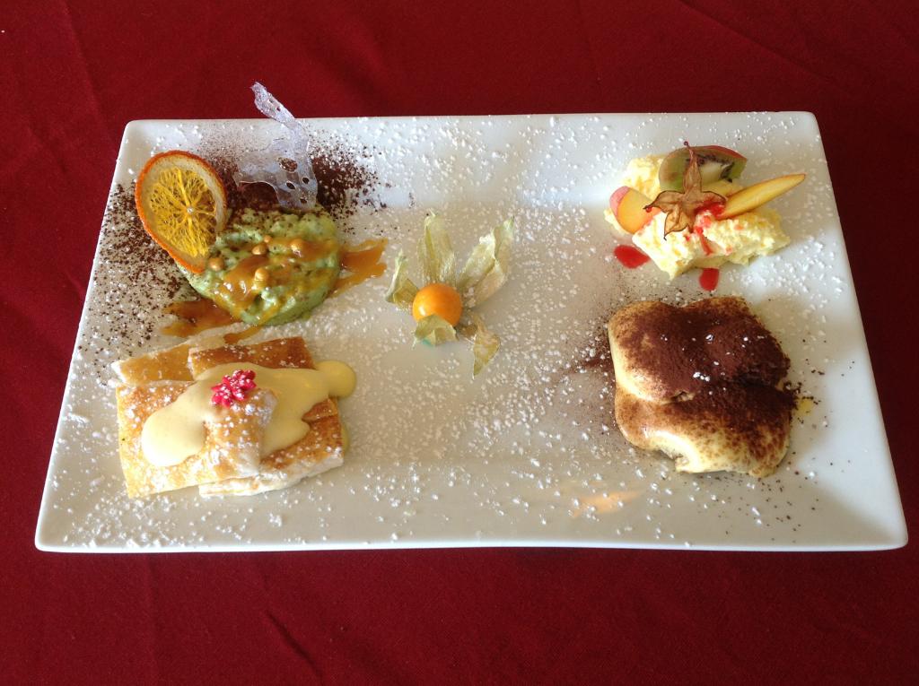 Fantasia di Dessert, Millefoglie Chantilly, Tiramisu, Mousse Jogurt, Semifreddo Pistacchio