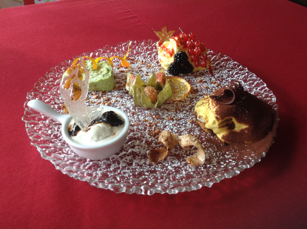 Fantasia di Dessert, Semifreddo al Pistacchio, Gelato Ricotta, Tiramisu, Mousse Jogurt