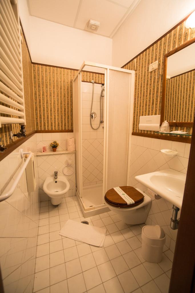 Hotel Carpe Diem Bagno con Doccia, Asciugacapelli e Scaldasalviette